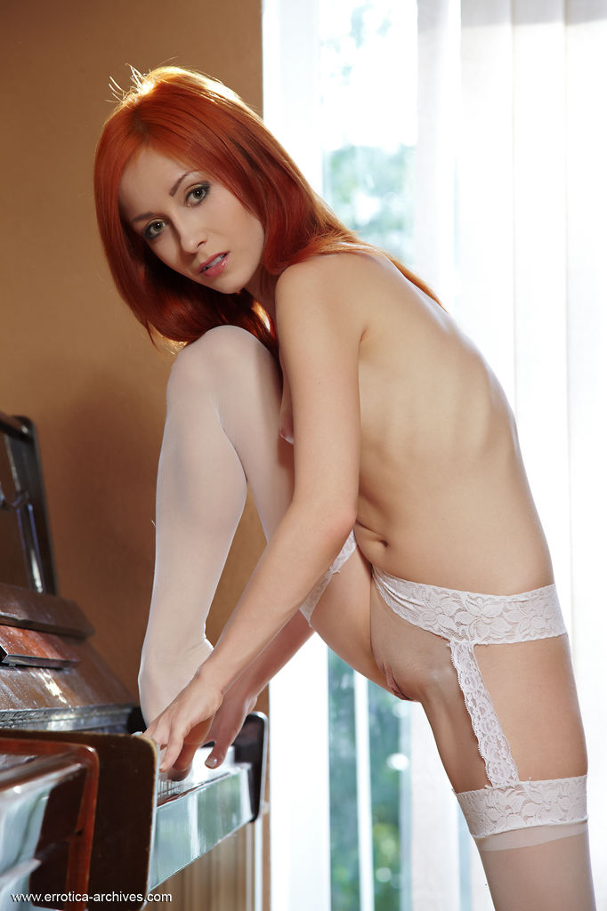 Naughty Redhead Babe Night in Affere