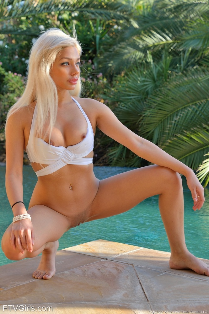 Naughty Blonde Valantina Enjoy The Figure